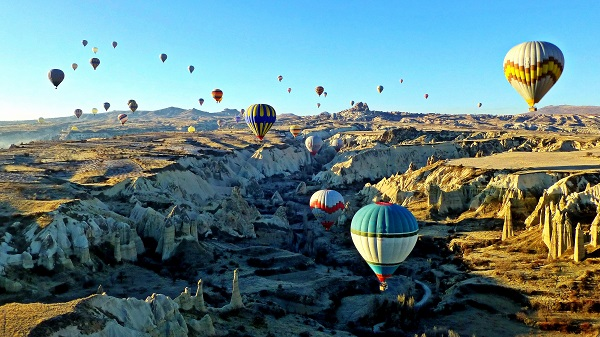 Aerial_view_of_Love_valley_Cappadocia_from_hot_air_balloon_1510232_3_4_Compressor