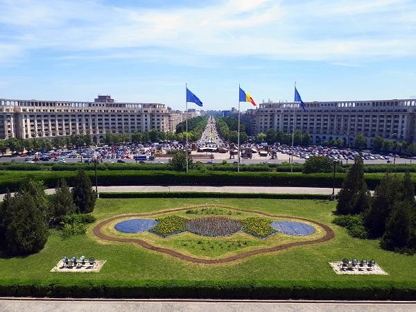 viaggio low cost Bucarest 2 giorni parlamento